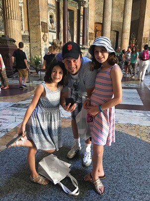 girls and Daddy in Pantheon