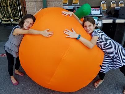 girls-and-big-pumpkin