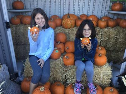 girls-with-pumpkins