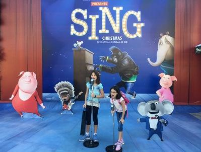 girls-at-sing-display