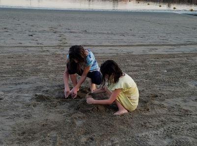 girls-on-sand