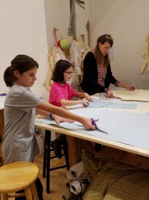 girls-sewing