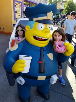 girls-with-simpson-character
