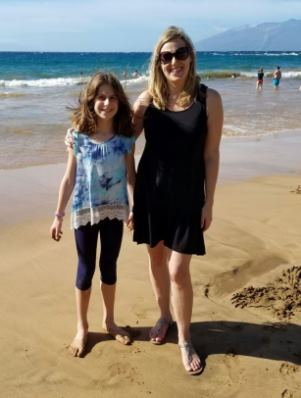 zoe-and-mommy-on-beach