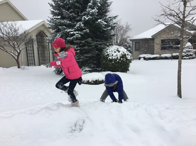 girls-playing-in-snow